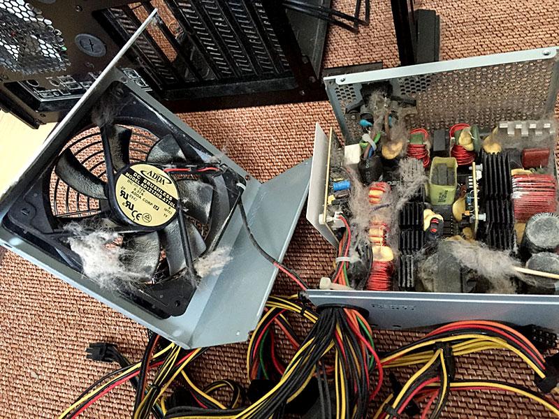 パソコンの電源ユニットの内部の掃除